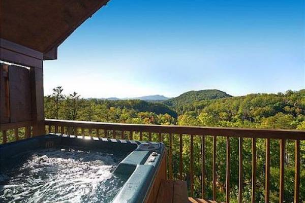 Acorn Ridge Cabin Rentals with hot tub